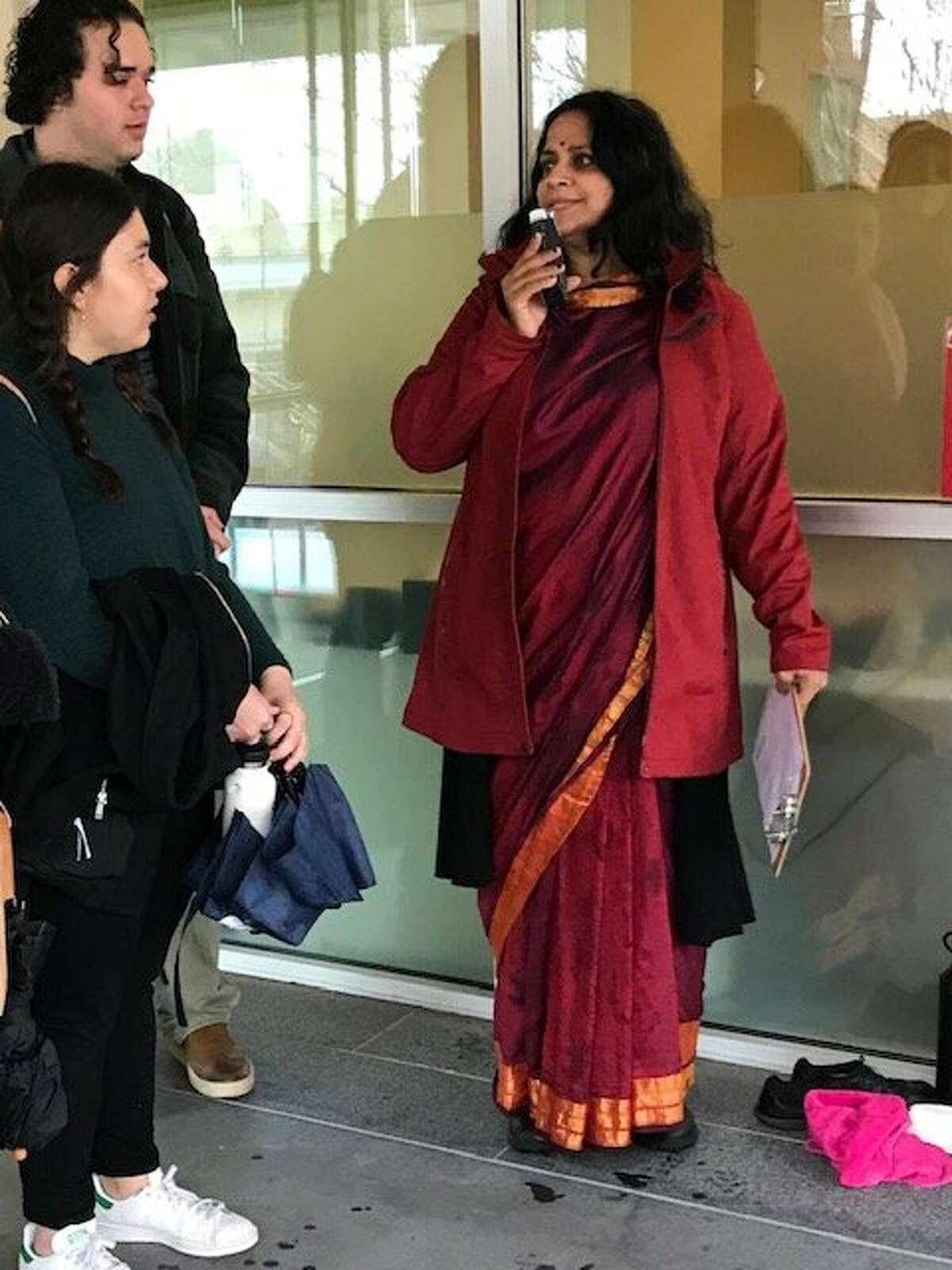 Vijaya Nagarajan, author of 'Feeding a Thousand Souls,' leads tour at USF