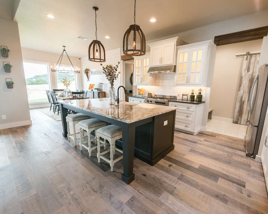 Builder: Casadomaine Custom Homes Address: 27240 Highland Crest, San Antonio, TX 78260 Price: $750,000 Photo: Casadomaine Custom Homes / Mike Barger Photography 2014