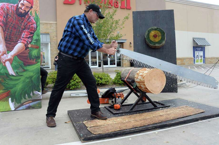 Dave Weatherhead prepares for a lumberjack demonstration during the grand opening of Duluth Trading in Katy, TX on Friday, March 8, 2019. Photo: Craig Moseley, Houston Chronicle / Staff Photographer / ©2019 Houston Chronicle