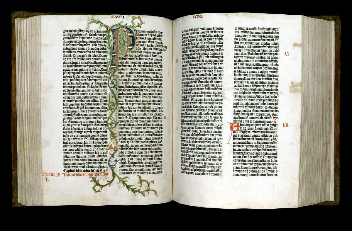 Gutenberg Bible turned to the Book of Judges, 114 Verso and 115 Recto.