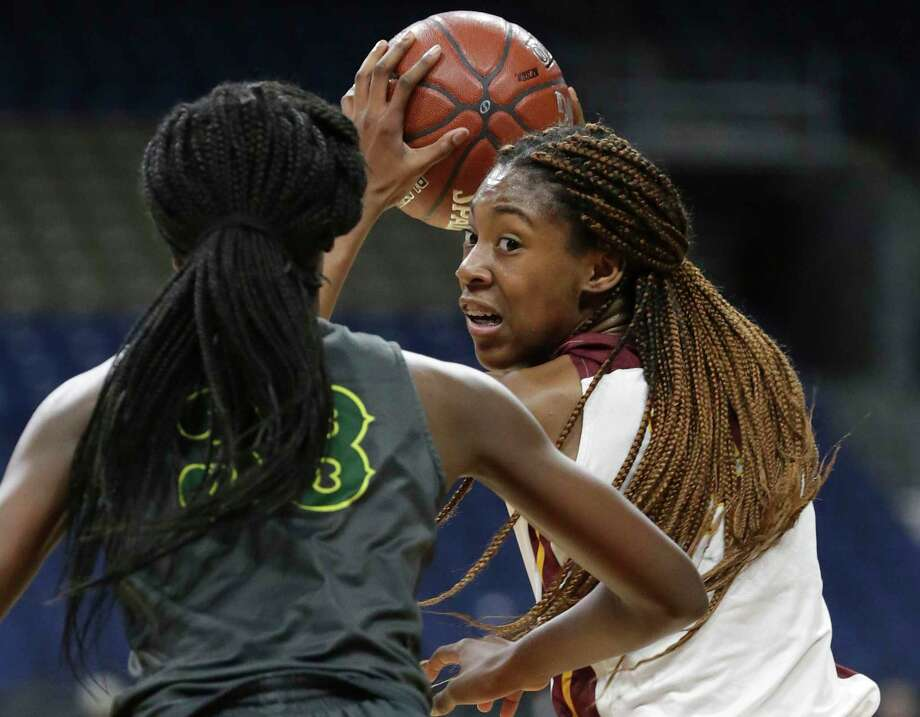 Lady Bulldog forward Maliyah Johnson looks into the lane from high post as Humble Summer Creek plays DeSoto in the semifinals of the girls Class 6A state basketball tournament at the Alamodome on March 1, 2019. Photo: Tom Reel, Staff / Staff Photographer / 2019 SAN ANTONIO EXPRESS-NEWS