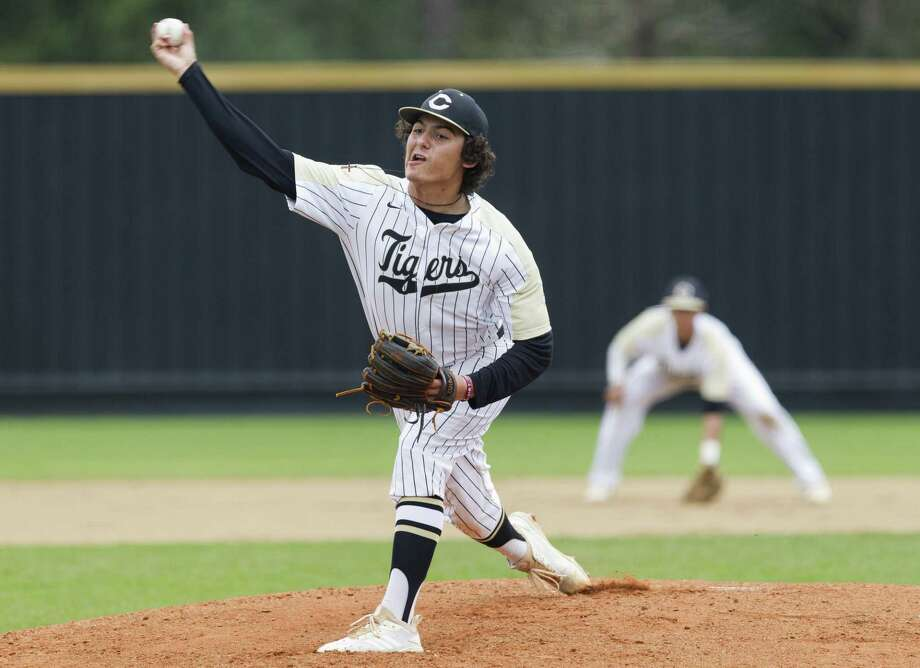 Conroe starting pitcher Tyler Renfro (20), shown here earlier this month, got the win on the mound for the Tigers Tuesday night against Oak Ridge. Photo: Jason Fochtman, Houston Chronicle / Staff Photographer / © 2019 Houston Chronicle