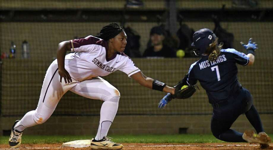 Summer Creek 3rd baseman Tauryn Cummings, left, tags out Kingwood baserunner Taylor Vannett (7) during the top of the 3rd inning of their District 22-6A matchup at SCHS on March 8, 2019. Photo: Jerry Baker, Houston Chronicle / Contributor / Houston Chronicle