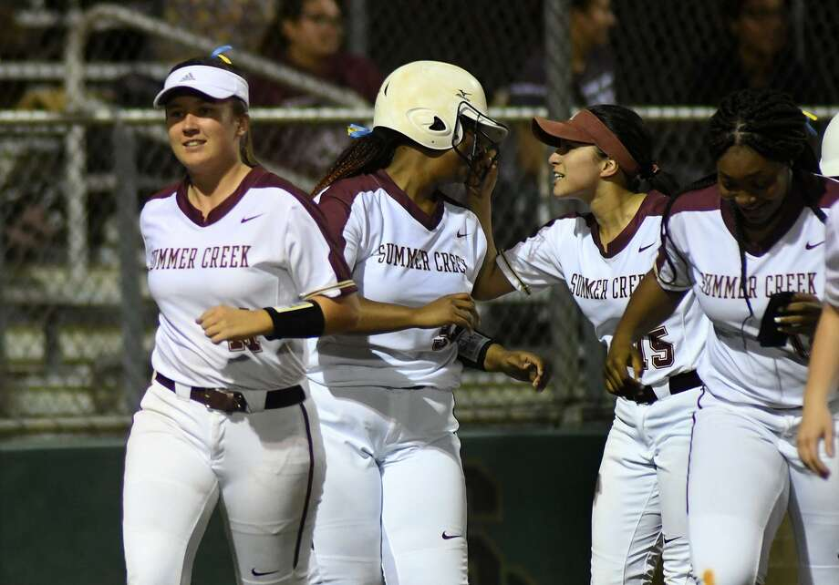 Summer Creek's Jasmine Gray, center, is congratulated by Bulldog senior shortstop Sam Rodriguez (15) after her homerun in the bottom of the 2nd inning against Kingwood. Photo: Jerry Baker, Houston Chronicle / Contributor / Houston Chronicle