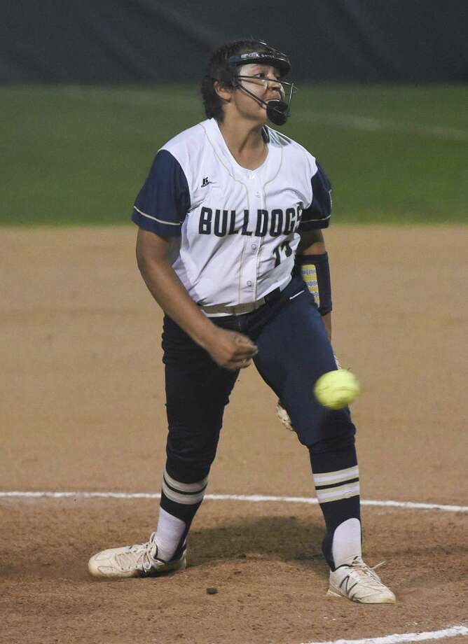 Krista Gamez and Alexander will face United South at noon Tuesday at the SAC. Both teams are currently undefeated in district this season. Photo: Danny Zaragoza /Laredo Morning Times File