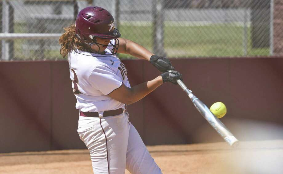 Alyssa Contreras and the Dustdevils softball team squares off with rival St. Mary's this weekend, the team that eliminated them from the postseason a year ago. Photo: Danny Zaragoza /Laredo Morning Times File / Laredo Morning Times