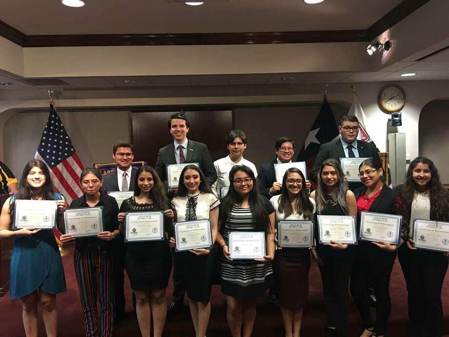 Los participantes del concurso de oratoria organizado por Laredo Noon Optimist Club el 7 de marzo de 2019 en las intalaciones de IBC. Photo: Itzamara Flores /Laredo Morning Times