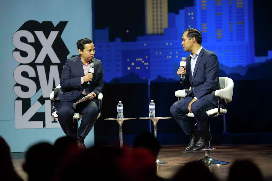 (on right) Former U.S. Secretary of Housing and Urban Development, Julian Castro, chats with moderator Lydia Polgreen, the editor of HuffPost during a Conversation About America's Future session during SXSW on March 10, 2019 in Austin, Texas. Photo: Thao Nguyen / Thao Nguyen