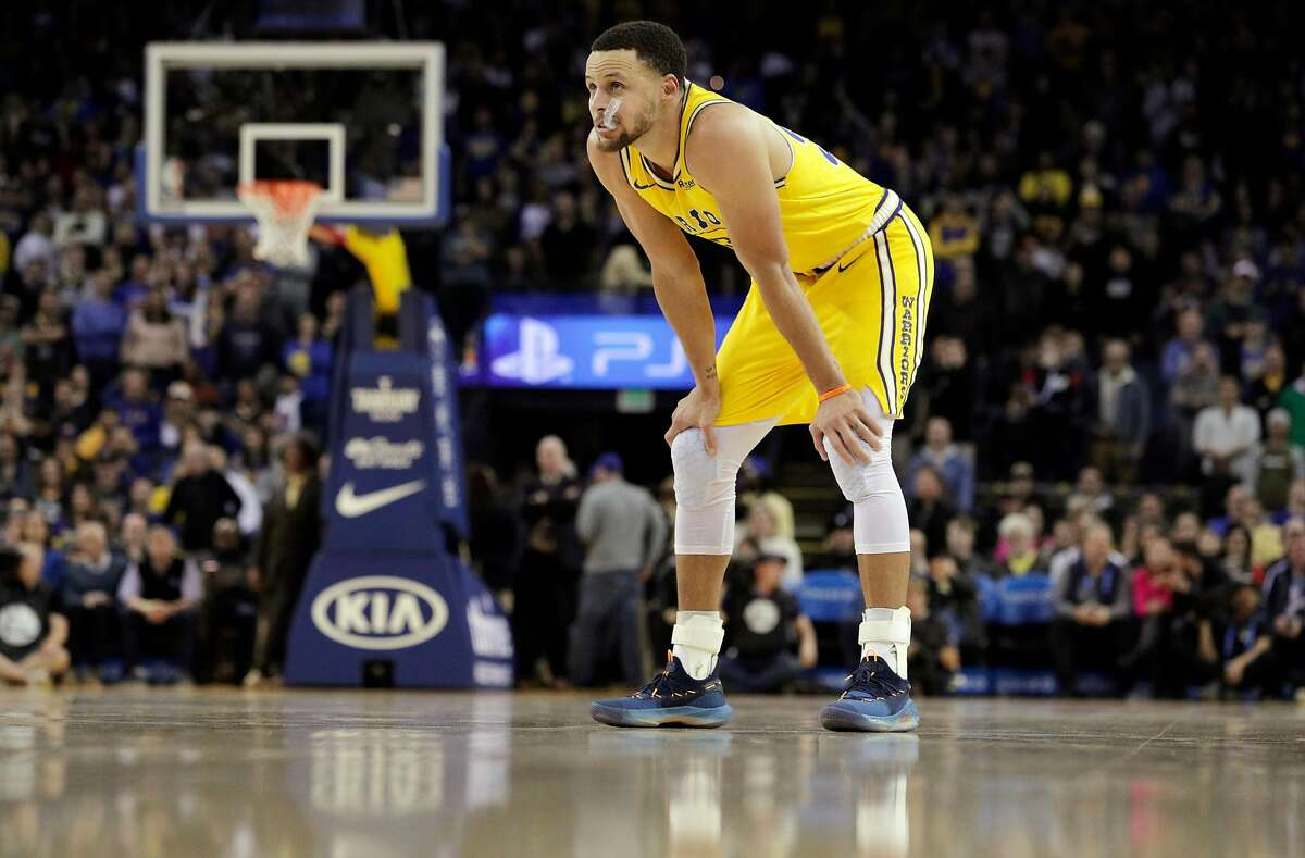 Stephen Curry (30) glances upward during a free throw by Mikal Bridges (25) who Curry fouled after Bridges stole the ball from him in the final seconds of the second half as the Golden State Warriors played the Phoenix Suns at Oracle Arena in Oakland, Calif., on Sunday, March 10, 2019.