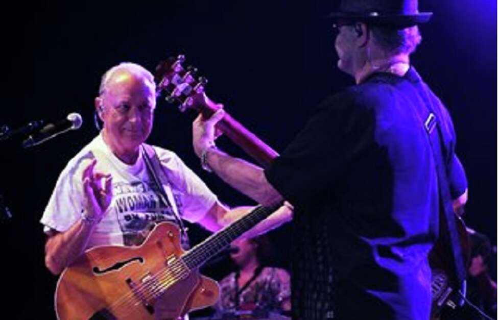 Micky Dolenz and Michael Nesmith performed