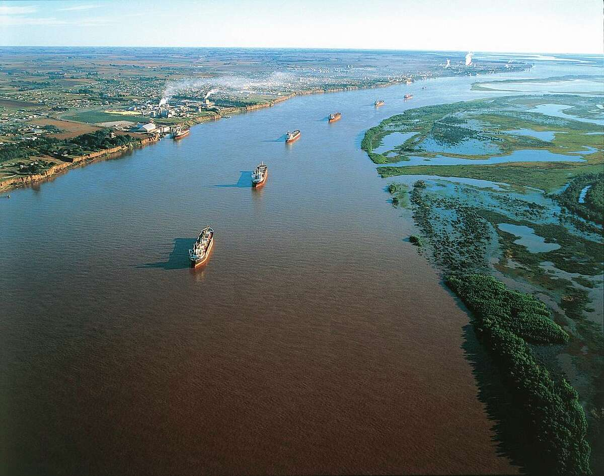 No. 10: Argentina 2018 U.S. LNG export shipments: 10 Photo: Aerial view of tankers on the Parana' River in front of the Santa Fe' industrial area - Santa Fe Province, Argentina