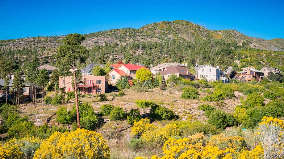 Homes in Los Alamos, NM. Photo: Benedek/iStock / Arpad Benedek