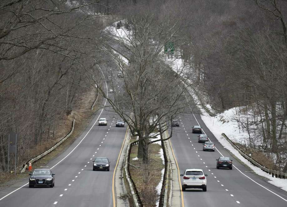 Traffic passes along the Merritt Parkway in Stamford, Conn. Monday, March 12, 2018. Photo: Tyler Sizemore / Hearst Connecticut Media / Greenwich Time