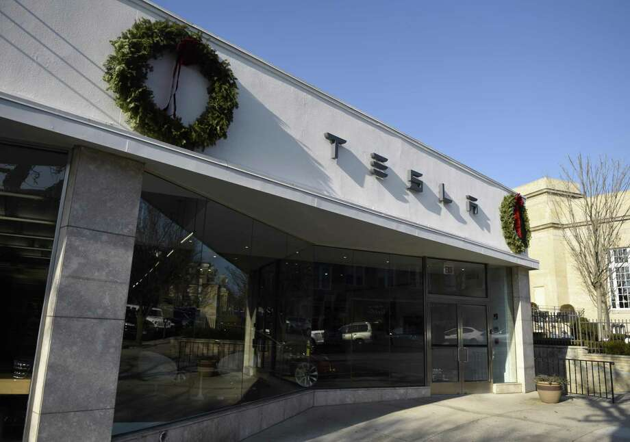 Tesla opened a showroom at 340 Greenwich Ave., in Greenwich, Conn., in September 2016. Photo: Tyler Sizemore / Hearst Connecticut Media / Greenwich Time