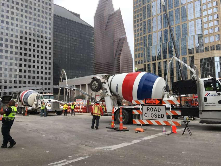 The mat foundation pour at Texas Tower on Saturday and Sunday occurredpour occurred three weeks ahead of schedule, according to Hines.