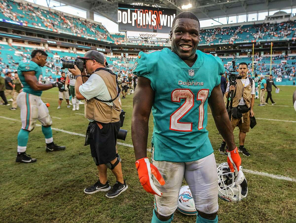 Miami Dolphins running back Frank Gore (21) reacts after the Dolphins' 13-6 win against the New York Jets on November 4, 2018, at Hard Rock Stadium in Miami Gardens, Fla. (Al Diaz/Miami Herald/TNS)