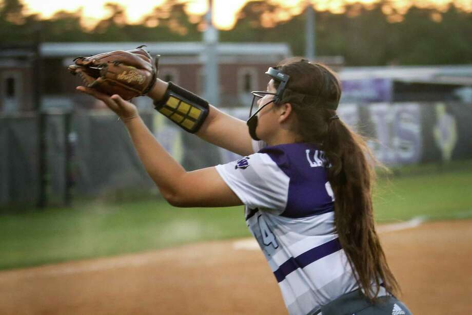 Willis' Marissa Fletcher (14) combined with Ashley Vallejo in the circle for a no-hit win over Caney Creek on Monday. Photo: Michael Minasi, Staff Photographer / Houston Chronicle / © 2018 Houston Chronicle