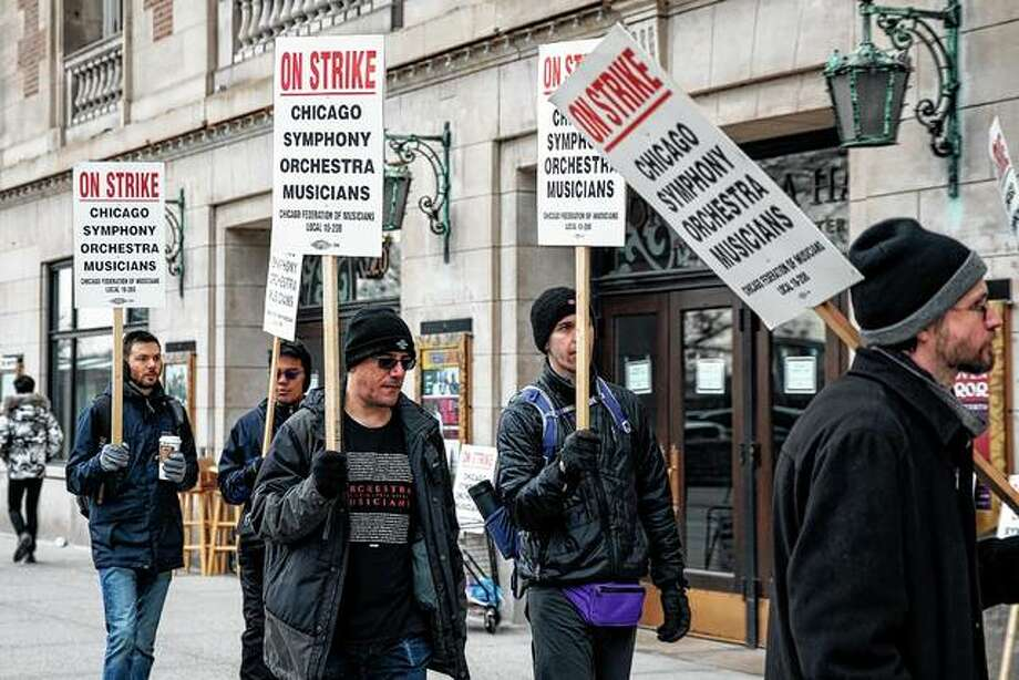 Musicians of the Chicago Symphony Orchestra go on strike Monday and walk the picket line outside the doors of Orchestra Hall on Chicago's Michigan Avenue. Photo: Ashlee Rezin | Chicago Sun-Times Via AP