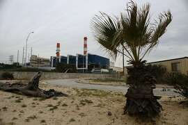 EL SEGUNDO, CA - FEBRUARY 12:  The Scattergood Generating Station operates on February 12, 2019 in El Segundo, California. The gas-fired power plant operates in one of the communities most affected by pollution in California, according to state data. Los Angeles announced it will abandon plans to renovate three natural gas power plants including Scattergood as part of the state's push toward renewable energy. California lawmakers passed a bill last year requiring the state to obtain 100 percent of its electricity from clean sources by 2045.  (Photo by Mario Tama/Getty Images)