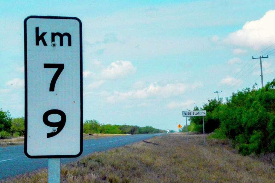 Vista de un letrero en la carretera Reynosa-San Fernando en Palos Blancos, estado de Tamaulipas, México, el 12 de marzo de 2019. Photo: Jesús González /AFP /Getty Images / AFP or licensors