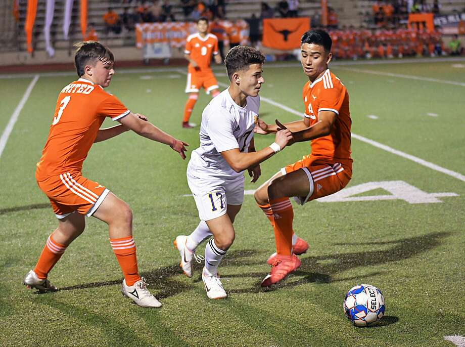Last time LBJ and United played each other, the Wolves came away with a 6-0 victory over the Longhorns — their largest win of the season. Photo: Cuate Santos /Laredo Morning Times File / Laredo Morning Times