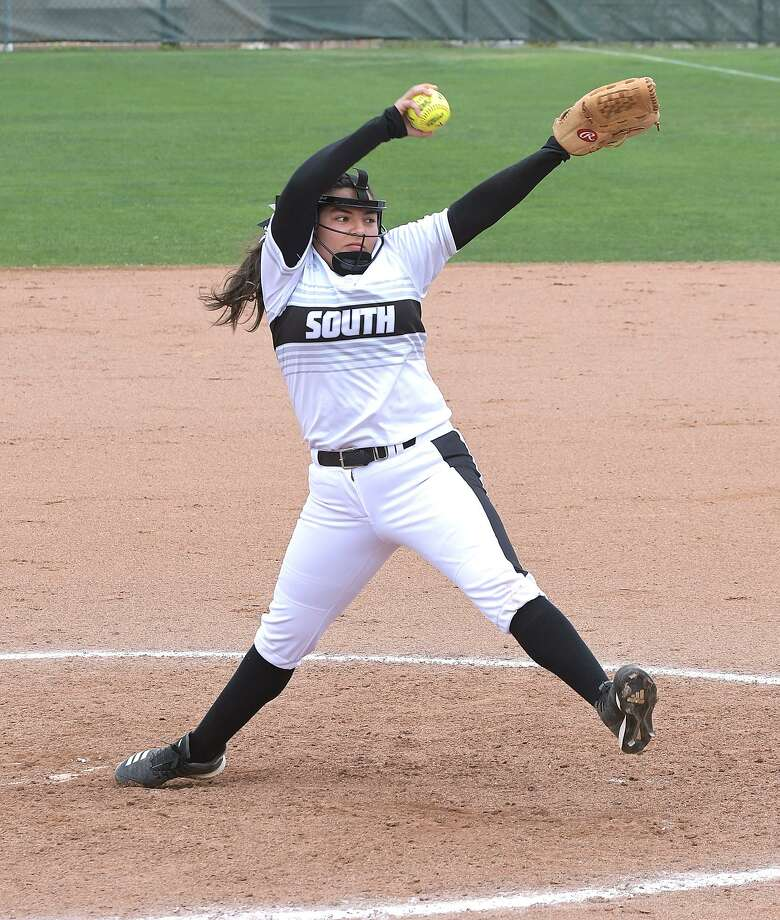 Angela Martinez picked up the victory for United South as they defeated Alexander 5-3. Photo: Cuate Santos /Laredo Morning Times File / Laredo Morning Times