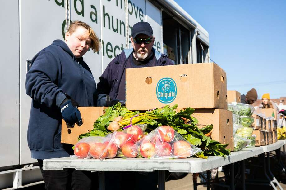 Volunteers for The Connecticut Food Bank unload produce in New Haven. Photo: Carl Jordan Castro / C-Hit.org / CARL JORDAN CASTRO PHOTO