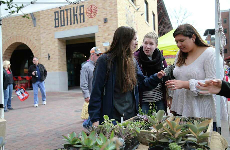 Lindsey Correa, from left, Kennedy Schoenaker and Bri Gomez shop at the farmers market at the Pearl in January. A recent study found millenials, who tend to trend liberal, are flocking to San Antonio. Could many millenials really be conservatives and just not know it? Photo: Kin Man Hui /Staff Photographer / ©2019 San Antonio Express-News