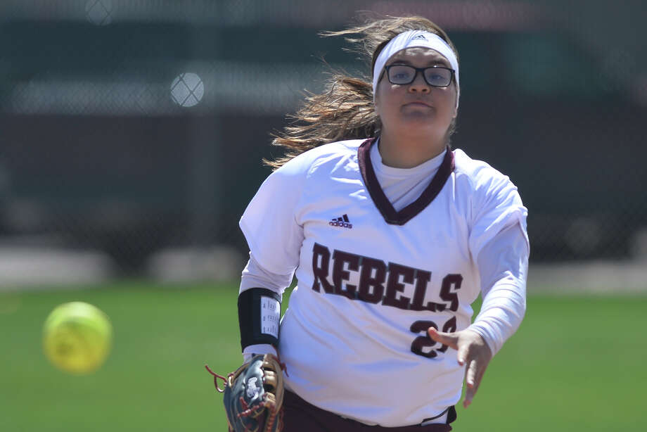 Lee's Zymra Carrasco (20) pitches against Permian March 13, 2019, at Gene Smith Field. James Durbin / Reporter-Telegram Photo: James Durbin / Midland Reporter-Telegram / ? 2019 All Rights Reserved
