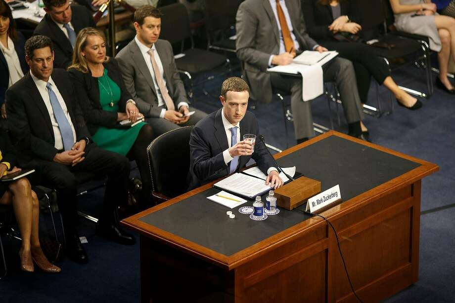 Facebook CEO Mark Zuckerberg discusses access to user data in Washington last year. Federal prosecutors are now looking at deals providing such access. Photo: Tom Brenner / New York Times 2018