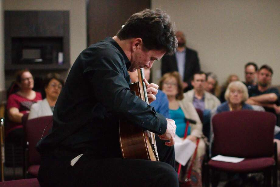 American classical  guitarist Peter Fletcher performs a free concert at the Friendswood Library Wedesday, Mar 3. Photo: Kirk Sides/Staff Photographer