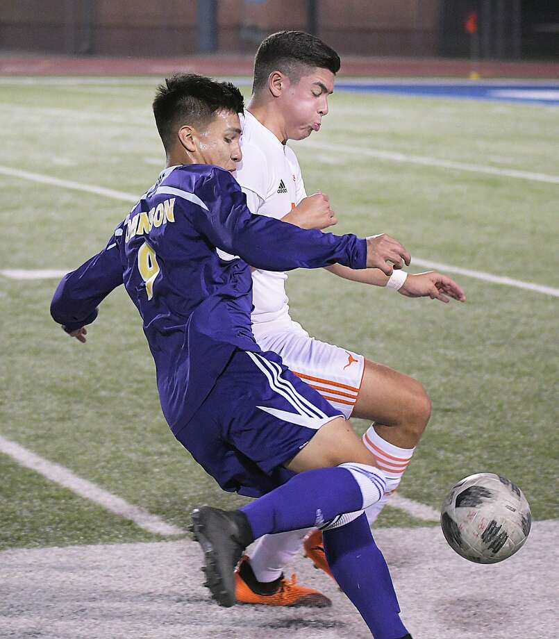 United defeated LBJ 1-0 Wendesday to move within two points of the Wolves in the District 29-6A standings. Photo: Cuate Santos /Laredo Morning Times / Laredo Morning Times
