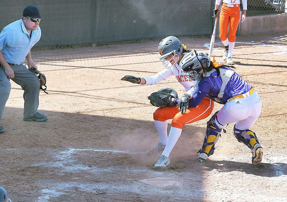 Kayla Ramos and United won 12-2 over LBJ in five innings Wednesday at the SAC. Photo: Cuate Santos /Laredo Morning Times / Laredo Morning Times