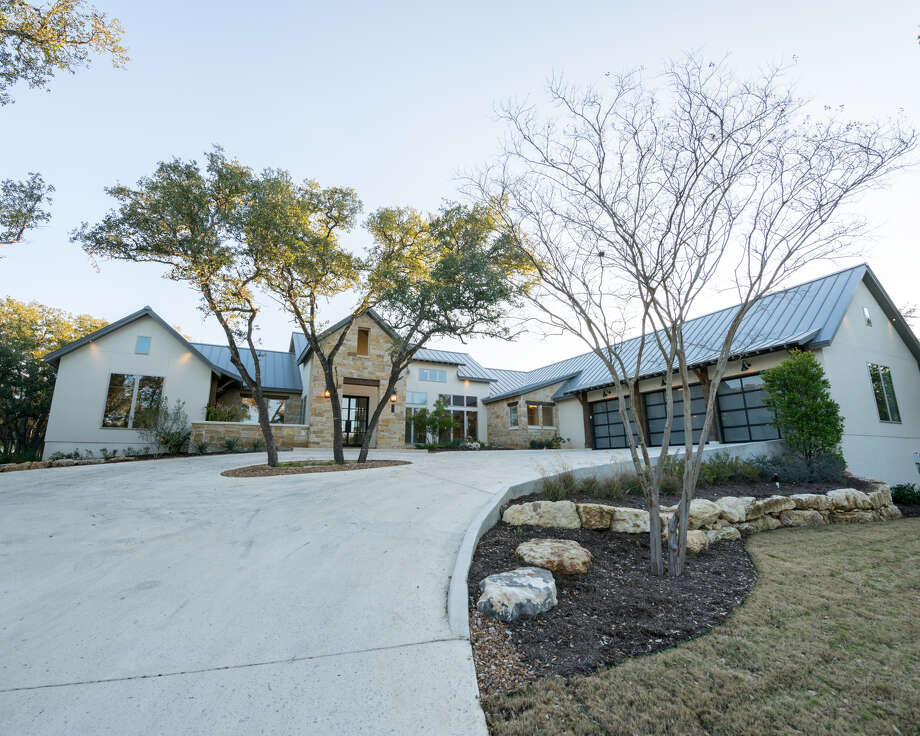 Builder: Casadomaine Custom Homes 