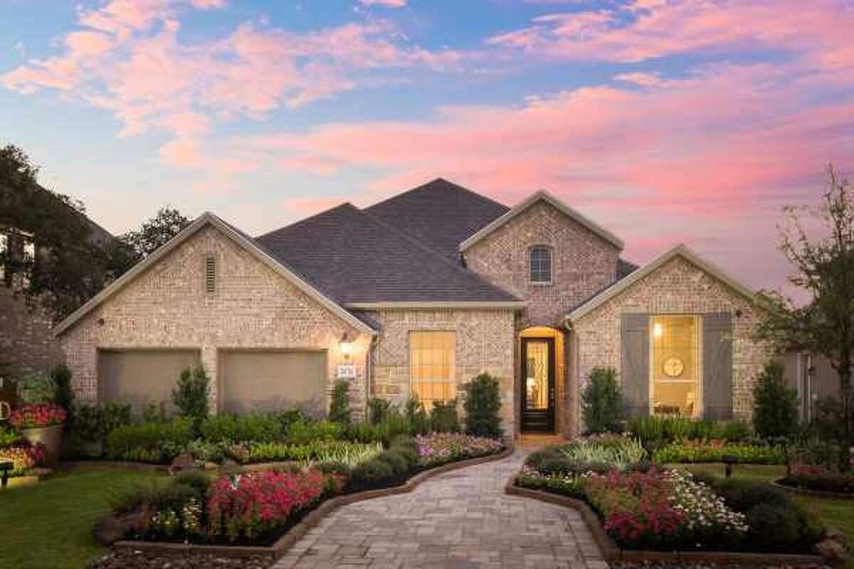 Builder: Highland Homes Community: The Front Gate in Fair Oaks Ranch Address: 28726 Front Gate Fair Oaks Ranch, TX 78015
