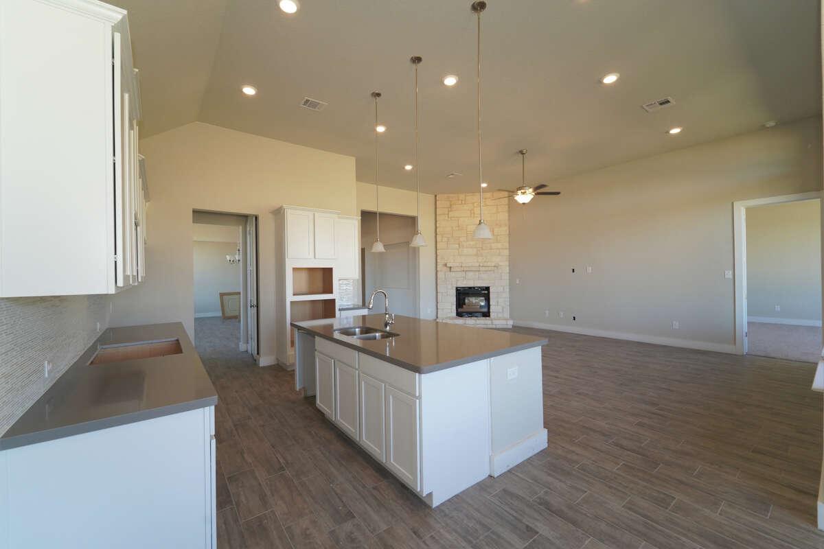 Builder: M/I Homes Subdivision: Regent Park Address: 101 Haven Court, Boerne TX 78006 Price $389,990