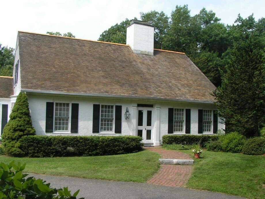 A Royal Barry Wills cottage on Cape Cod exhibits simplicity of design. Photo: Contributed Photo
