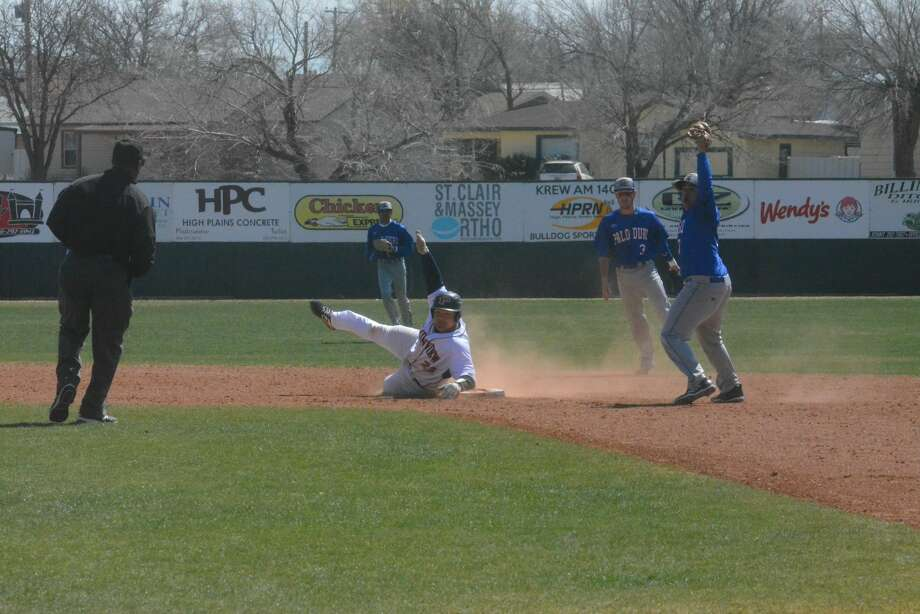 The Plainview Bulldogs held the Palo Duro Dons to one inning of scoring for the 7-2 District 3-5A baseball win on Thursday afternoon in Plainview. Photo: Alexis Cubit/Plainview Herald