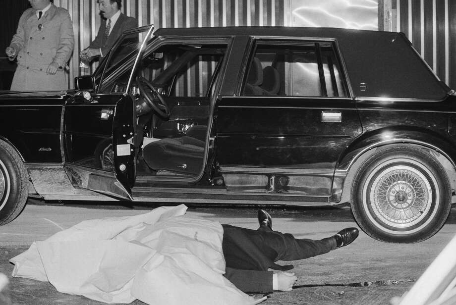 """A LOOK AT FIVE HIGH-PROFILE MOB HITS BEFORE THE FRANK CALI SLAYING Paul """"Big Paul"""" CastellanoThe body of Thomas Bilotti, underboss to Paul """"Big Paul"""" Castellano of the Gambino crime family, lies alongside his car after being gunned down outside Sparks Steakhouse in Manhattan. Castellano was also murdered during the hit, which was ordered by John Gotti and Sammy """"The Bull"""" Gravano. In January 1986, Gotti declared himself the new boss of the Gambino Family, with Gravano as his underboss. Photo: Bettmann/Bettmann Archive"""