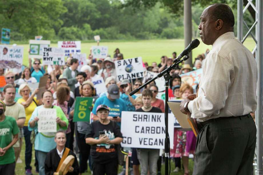 Mayor Sylvester Turner speaks to demonstrators during the 2017 Houston Climate March rally at Clinton Park in Houston. Photo: Brett Coomer, Staff / Houston Chronicle / © 2017 Houston Chronicle