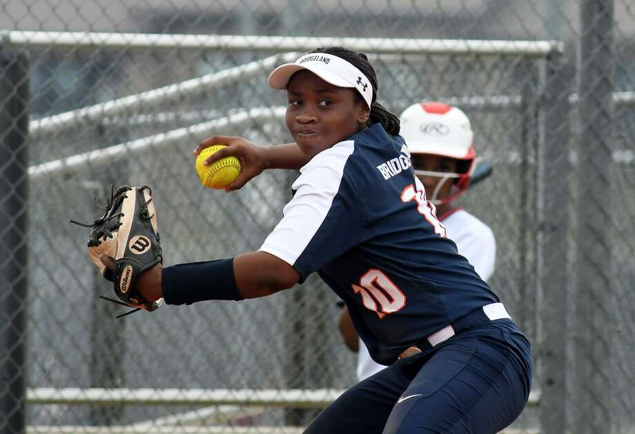 Bridgeland sophomore third baseman Jaelyn Simmons makes a play against Cy Lakes during tBridgeland vs Cy Lakes Softballheir District 14-6A matchup at TMHS on March 11, 2019. Photo: Jerry Baker, Houston Chronicle / Contributor / Houston Chronicle
