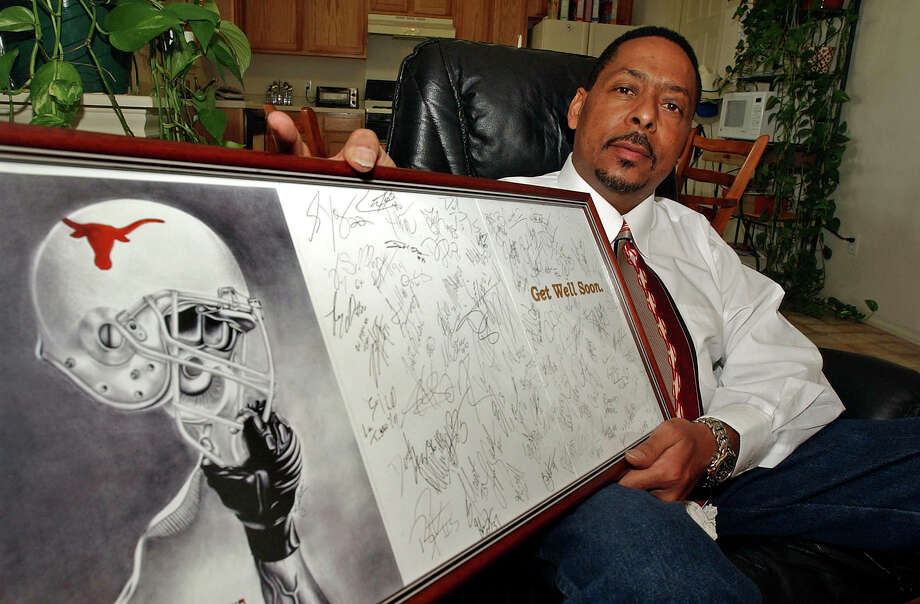 "PHOTOS: Shots from Johnny ""Lam"" Jones' football career SPORTS Football players at UT signed this get well card for Johnny Lam Jones last fall after he was diagnosed with bone cancer. JOHNNY LAM JONES AT HIS HOME IN LEANDER TEXAS TOM REEL/STAFF APRIL 4, 2006 Photo: TOM REEL, SAN ANTONIO EXPRESS-NEWS / SAN ANTONIO EXPRESS-NEWS"