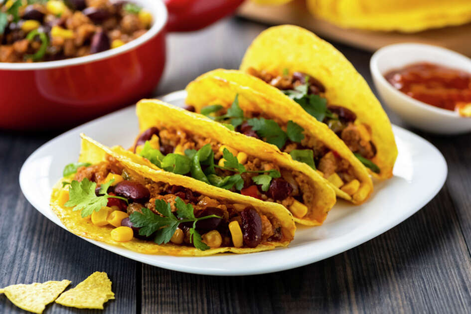 Taco Bell's hard and soft tacos can be ordered vegan by substituting beef for black beans and by making it fresco (with only veggies). Many fast food restaurants have options that can easily be made vegan or they have menu items that are accidentally animal-product free. Here are some options you can consider ordering at your next visit.