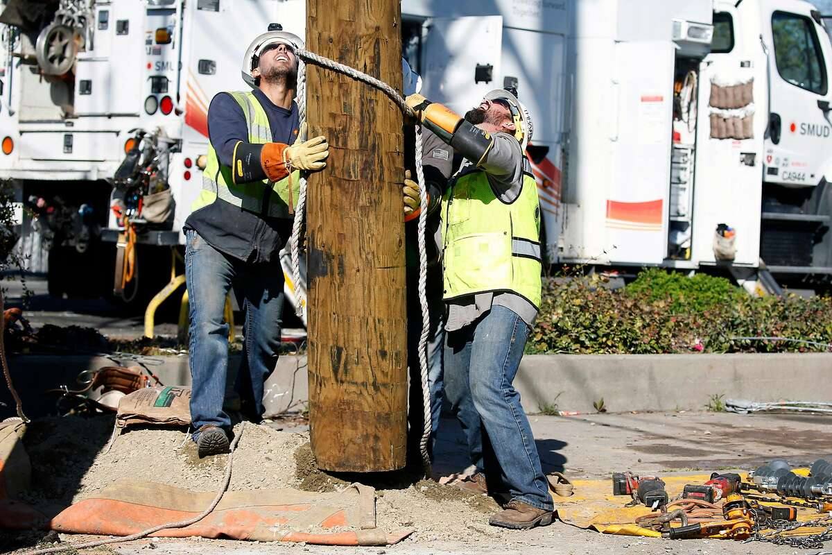 A Sacramento Municipal Utility District installation crew replaces a utility pole on Fairfield Street in Sacramento, Calif. on Friday, March 15, 2019. SMUD is one of the largest publicly operated electric utility companies in Northern California.
