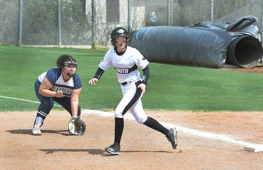 Lynette Quintana and United South suffered their first District 29-6A loss Friday falling 12-2 in five innings at Eagle Pass. Photo: Cuate Santos /Laredo Morning Times File / Laredo Morning Times