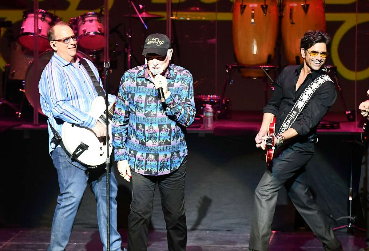 THOUSAND OAKS, CA - MARCH 03: Musicians Jeffrey Foskett (L), Mike Love (C) and John Stamos (R) of The Beach Boys perform onstage at Fred Kavli Theatre on March 3, 2018 in Thousand Oaks, California. (Photo by Scott Dudelson/Getty Images)