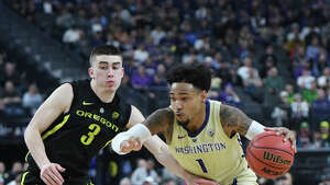 LAS VEGAS, NEVADA - MARCH 16:  David Crisp #1 of the Washington Huskies drives against Payton Pritchard #3 of the Oregon Ducks during the championship game of the Pac-12 basketball tournament at T-Mobile Arena on March 16, 2019 in Las Vegas, Nevada.  (Photo by Ethan Miller/Getty Images)
