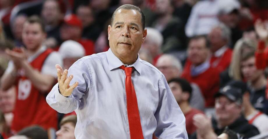 Houston head coach Kelvin Sampson works the bench in the second half of an NCAA college basketball game against Cincinnati, Sunday, March 10, 2019, in Cincinnati. (AP Photo/John Minchillo) Photo: John Minchillo/Associated Press