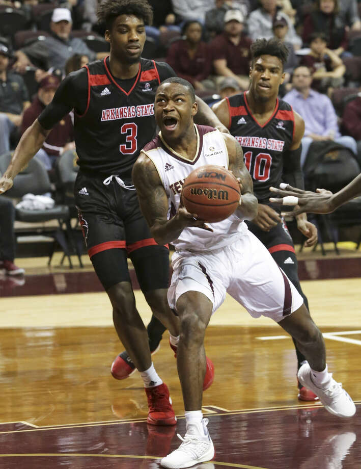 Bobcat guard Jaylen Shead leaves two defenders behind and gets to the hoop as Texas State hosts Arkansas State at Strahan Coliseum on January 19, 2019. Photo: Tom Reel; San Antonio Express-News
