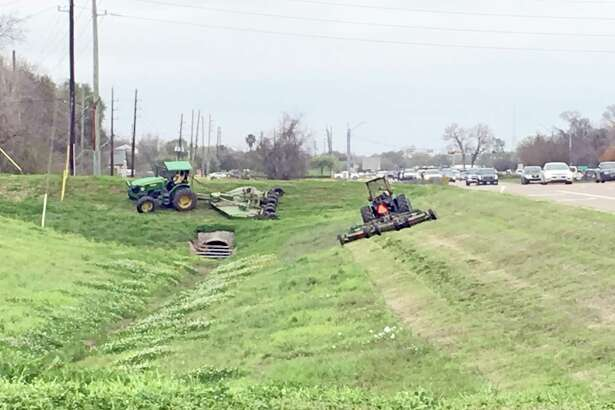 Sugar Land city officials recently discussed ongoing problems and increasing costs associated with landscaping the right-of-way areas.